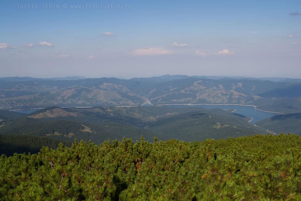 Lacul Izvorul Muntelui si Munții Stânișoarei