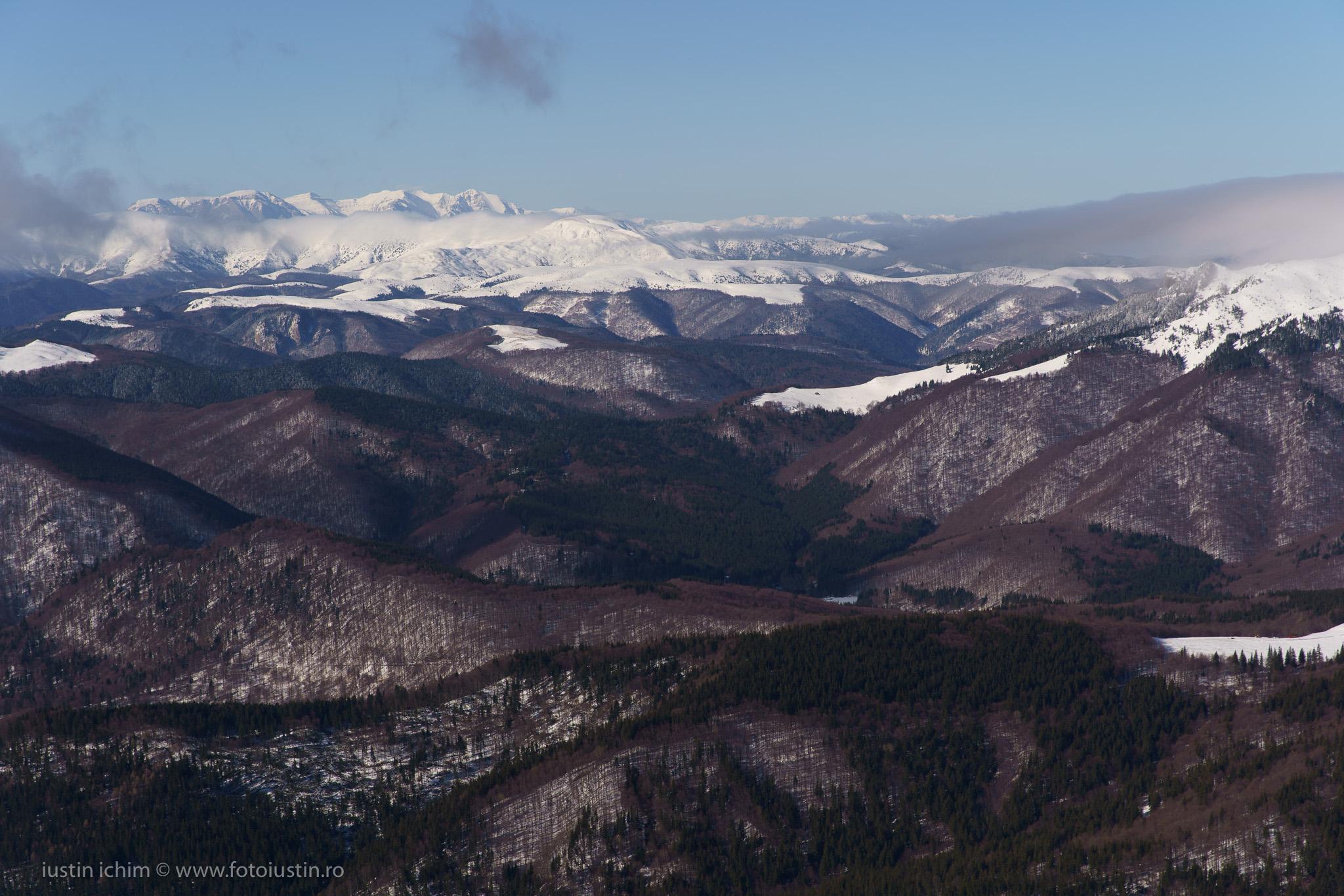 Munții Bucegi văzuți din Ciucaș