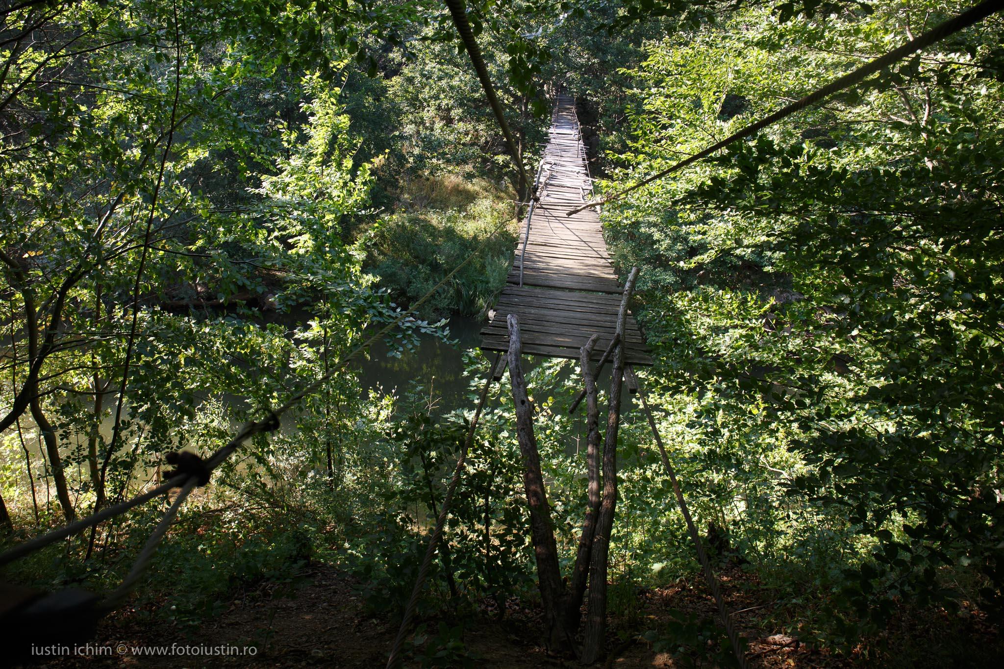 Podeț de lemn peste Nera