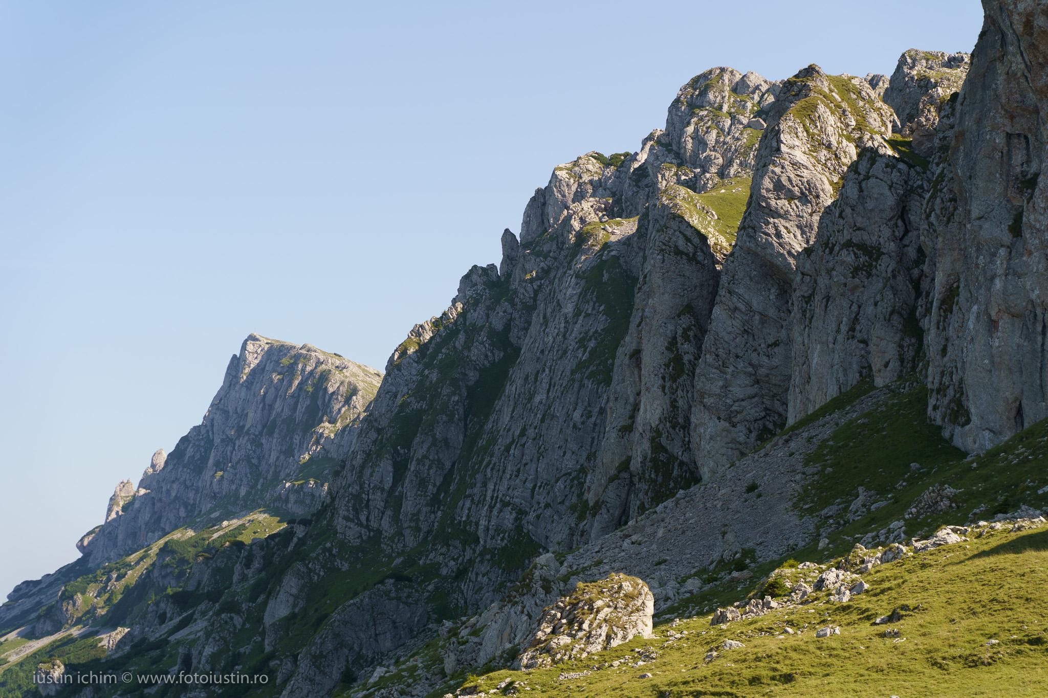 Munții Grohotișul, Colții Țapului, Bucegi