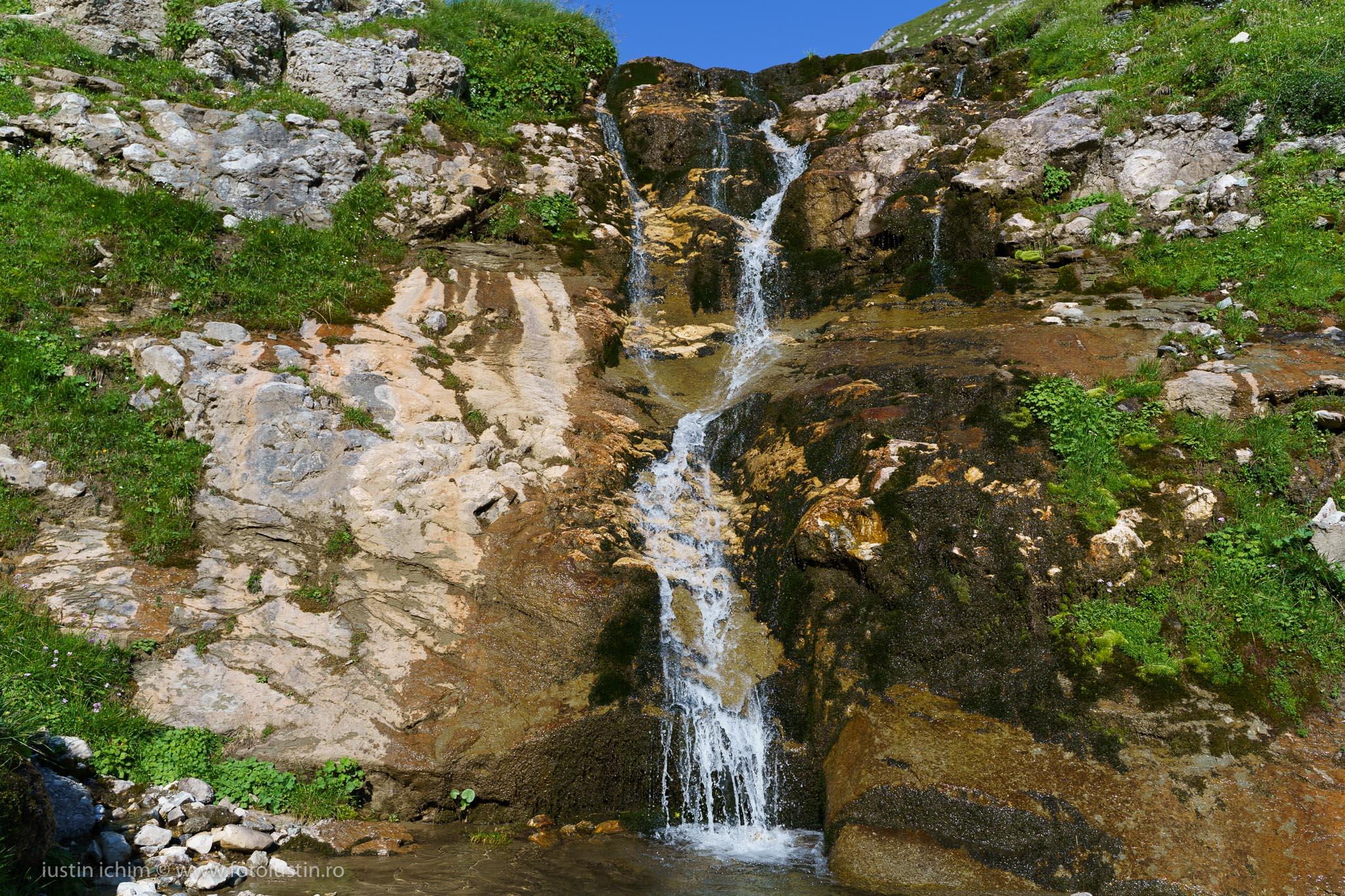 Cascada de lângă Obârşia lalomiţei