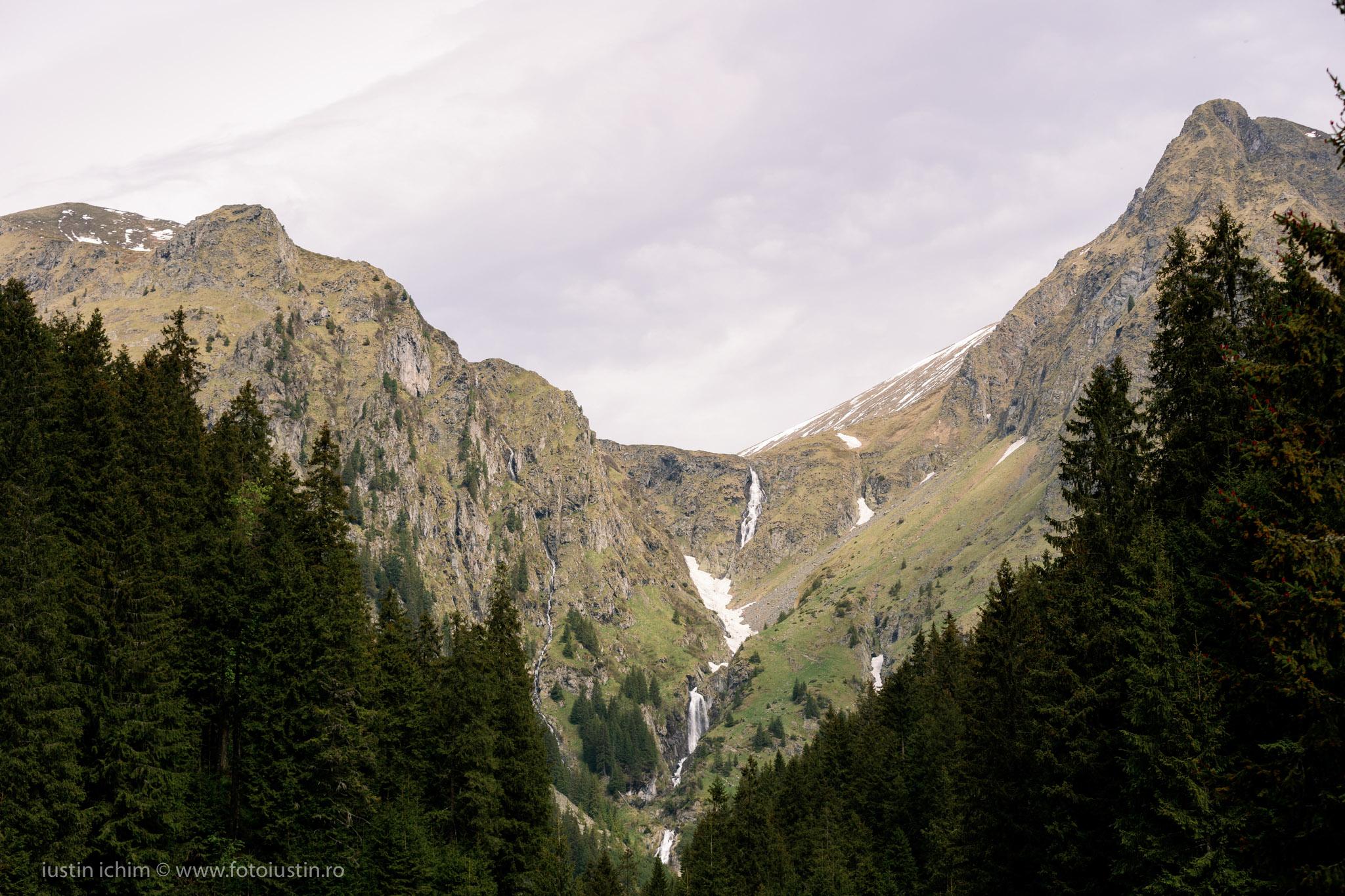 Cascada Vaii Rele, Făgăraș, Buduru Mic (stanga) si Buduru Mare