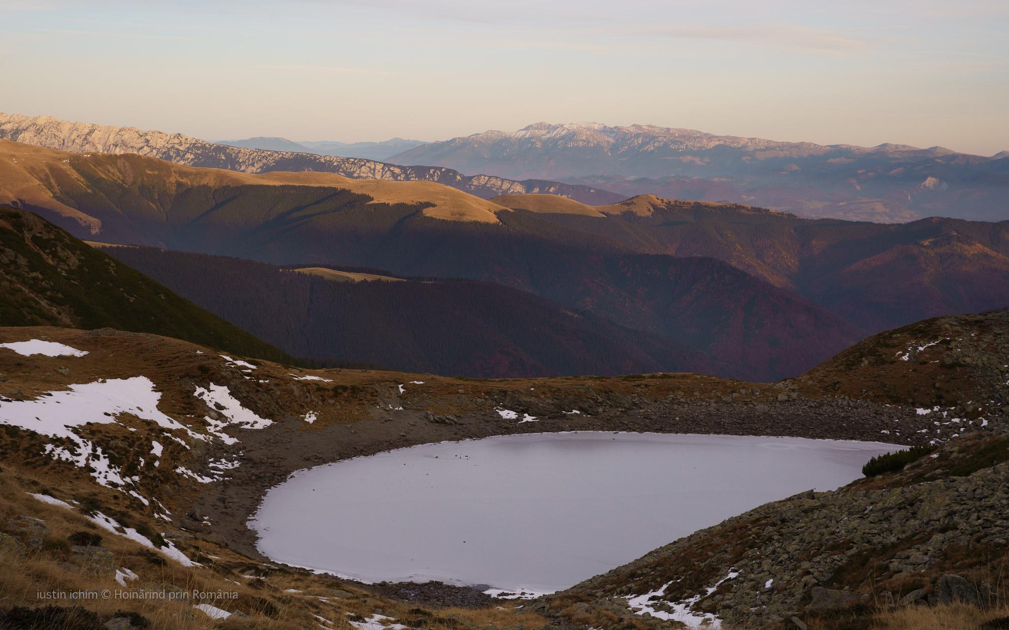 Lacul Iezer, lac glaciar
