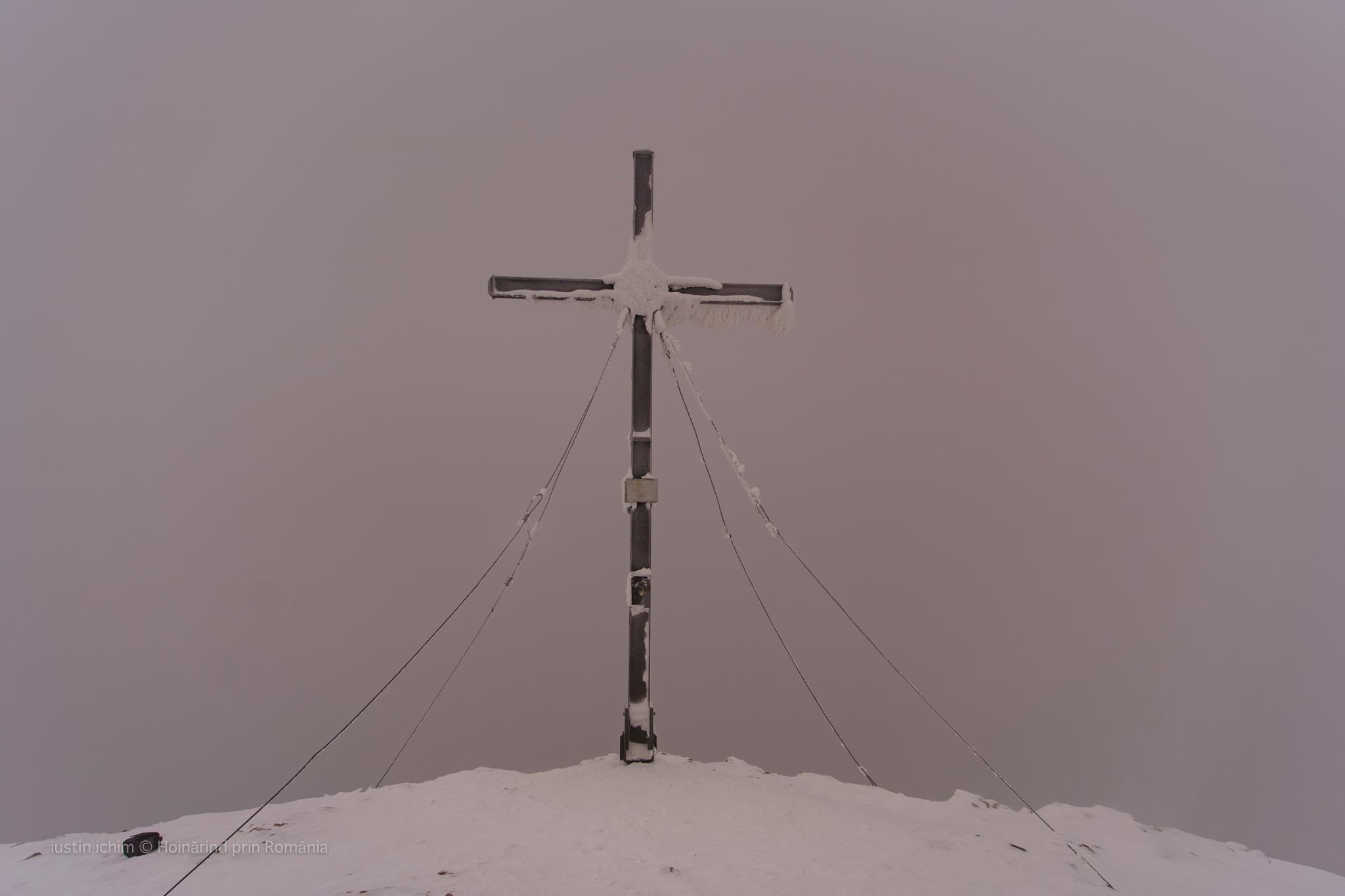 Crucea de langa Vf Hășmașul Mare