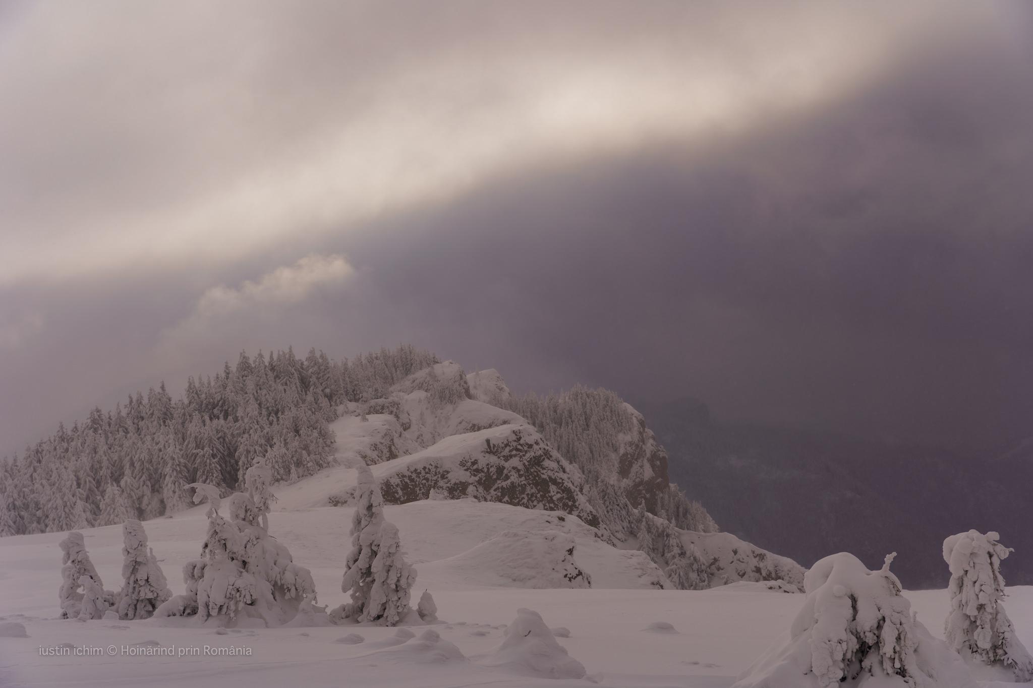 Peisaj de iarnă pe Hășmașul Mare