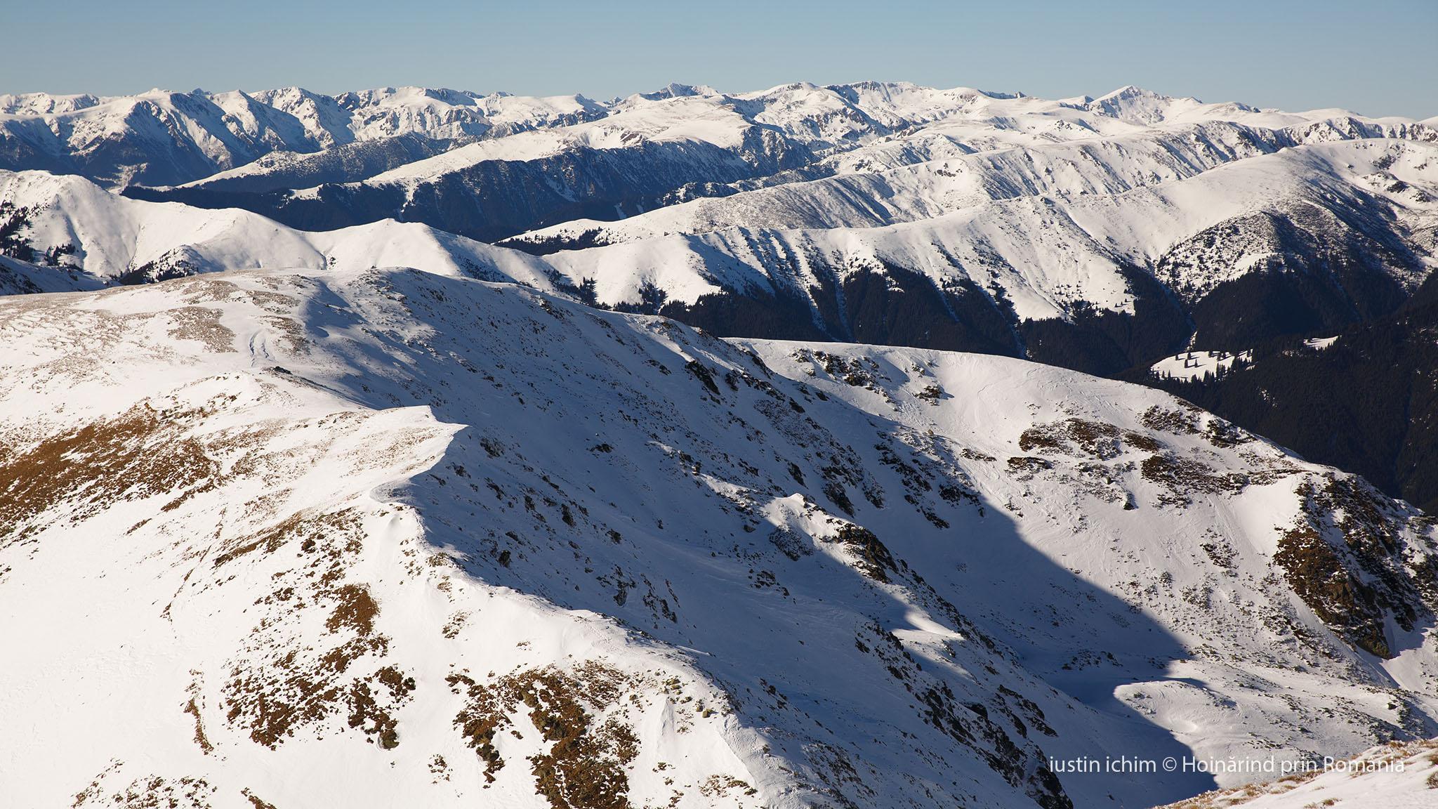 Munții Iezer Păpușa, Făgăraș in fundal, imagine din altă tură
