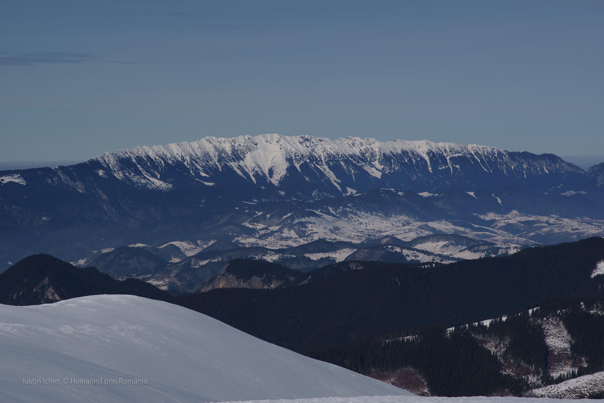 Munții Piatra Craiului, văzuti din Leaota