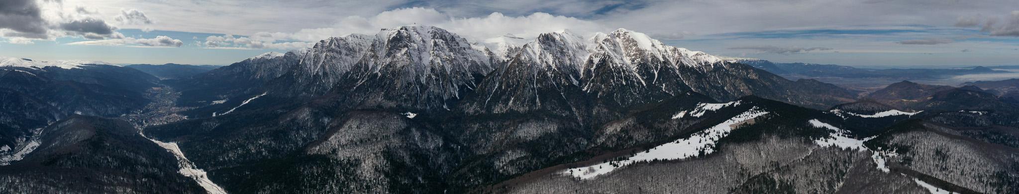 Munții Bucegi, iarna, panoramic Valea Prahovei