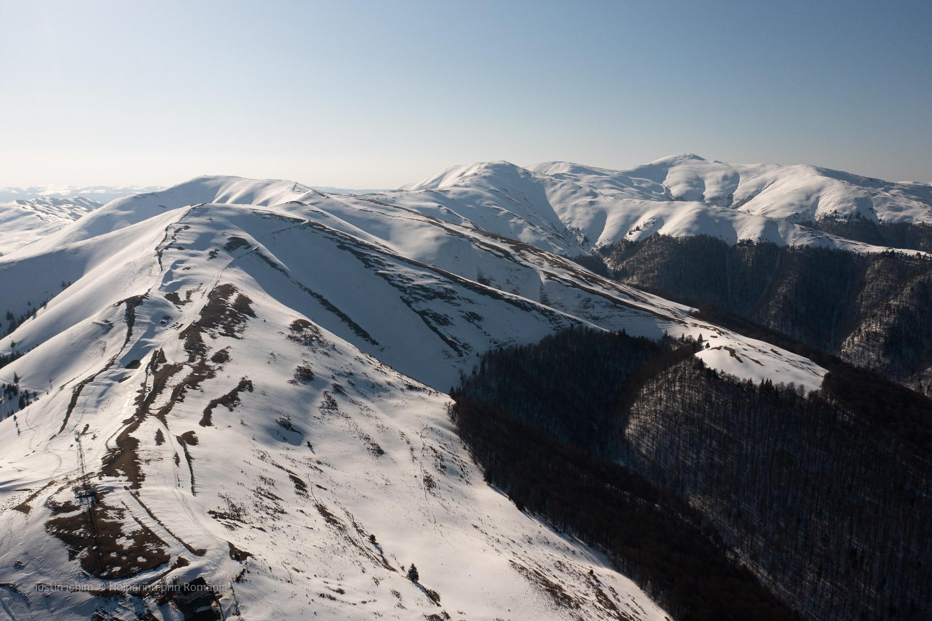 Muntii Baiului, vedere aeriană de iarnă