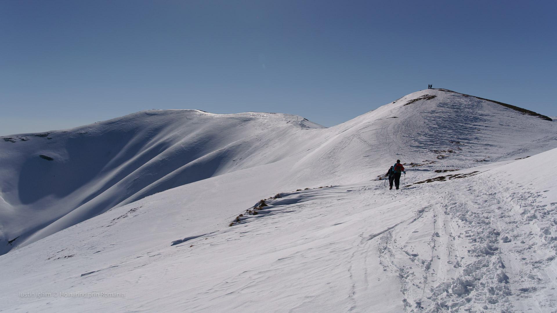 Traseul de creastă spre Munții Neamțului