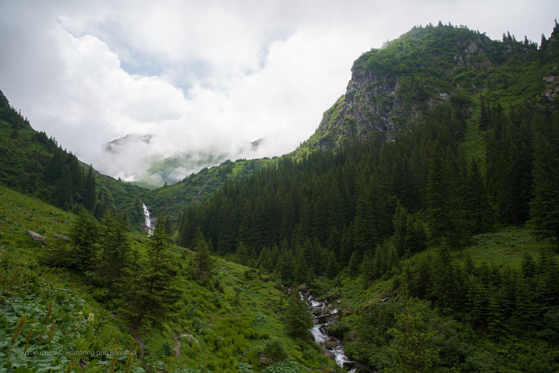 Râul si Cascada Podragu